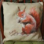 wiewiórka na poduszce